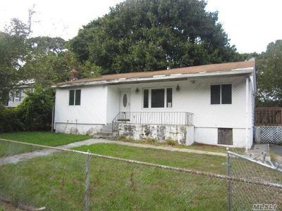 Medford Single Family Home For Sale: 37 Park Ln
