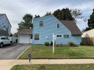 Wantagh Single Family Home For Sale: 20 Wafer Ln