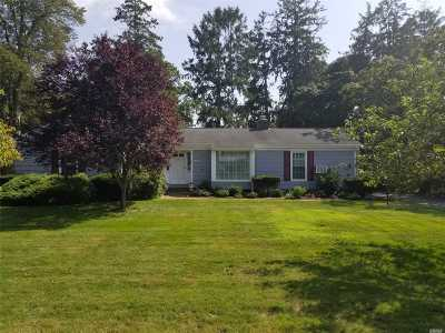 Bayport Single Family Home For Sale: 30 Woodland Dr