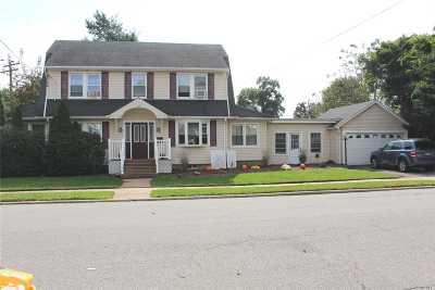 Hicksville Single Family Home For Sale: 189 2nd St