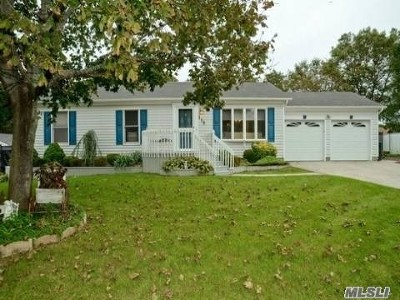 Holtsville Single Family Home For Sale: 119 9th Ave