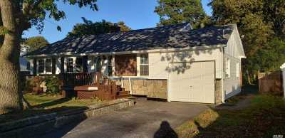 Bay Shore Single Family Home For Sale: 1223 Hyman Ave