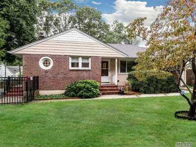 Huntington Single Family Home For Sale: 243 Manor Rd