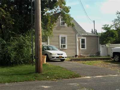 Bay Shore NY Single Family Home For Sale: $319,000