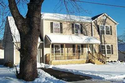 Freeport Single Family Home For Sale: 22 Cary Pl