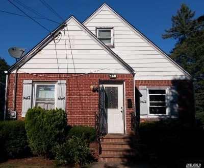 Hempstead Single Family Home For Sale: 168 Fairview Blvd