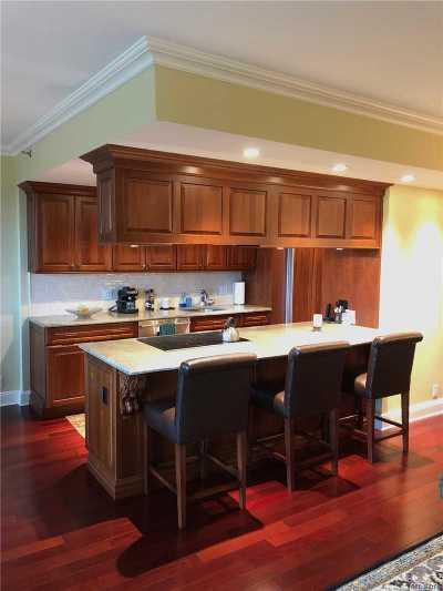 Garden City Condo/Townhouse For Sale: 100 Hilton Ave #801