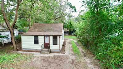Selden Single Family Home For Sale: 83 Elmwood Ave