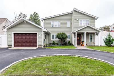 Westbury Single Family Home For Sale: 30 Hidden Ln
