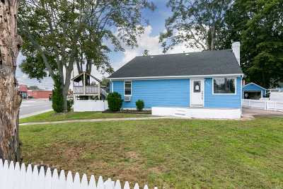 Deer Park Single Family Home For Sale: 133 Bay Shore Rd