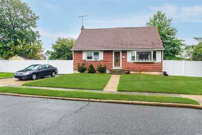 Hicksville Single Family Home For Sale: 39 Fordham Ave
