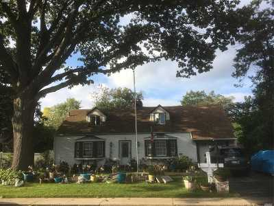 Westbury Single Family Home For Sale: 41 Harvard St