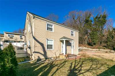 Oyster Bay Single Family Home For Sale: 300 Pine Hollow Rd