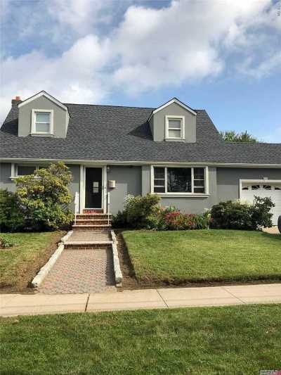 Hempstead Single Family Home For Sale: 84 Pierson Ave