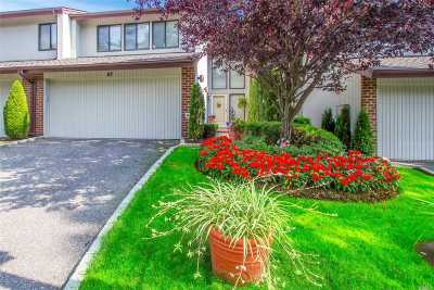 Jericho Condo/Townhouse For Sale: 67 Foxwood Dr