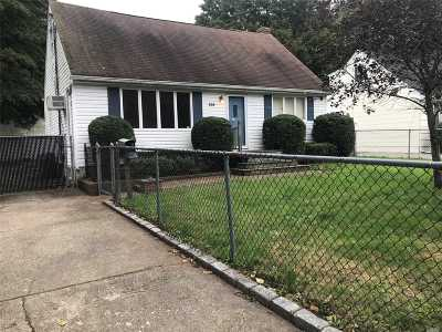 Huntington Single Family Home For Sale: 105 6th Ave