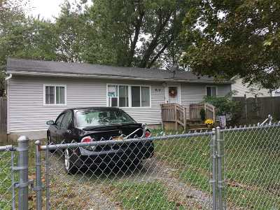 Bellport Single Family Home For Sale: 618 Meade Ave