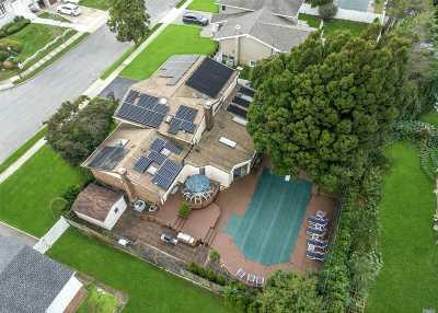 Jericho Single Family Home For Sale: 14 Tioga Dr