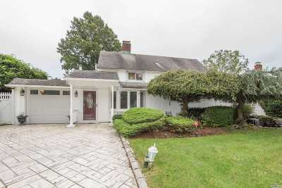 Hicksville Single Family Home For Sale: 40 Basket Ln