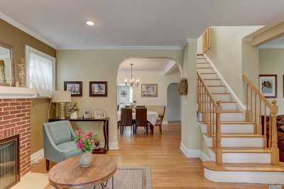 Rockville Centre Single Family Home For Sale: 76 Cedar Ave