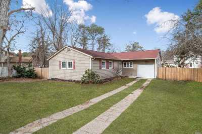 Ronkonkoma Single Family Home For Sale: 19 Richmond Blvd