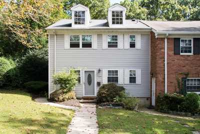 Hauppauge Condo/Townhouse For Sale: 724 Towne House Vlg