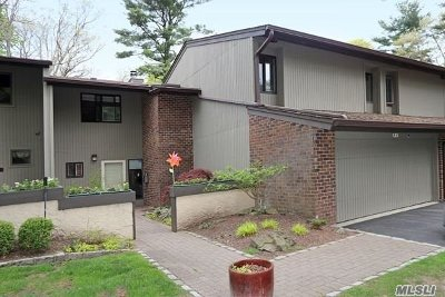 Jericho Condo/Townhouse For Sale: 135 Golf View Dr #135