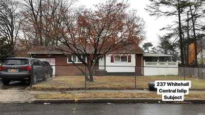 Central Islip  Single Family Home For Sale: 237 Whitetail Ln