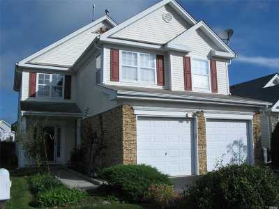 Middle Island Condo/Townhouse For Sale: 3 Alexandra Dr