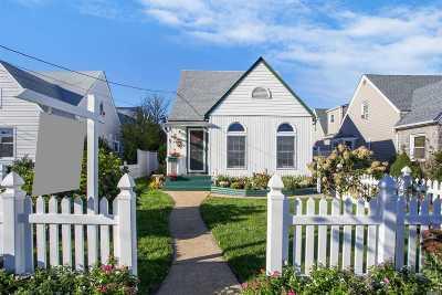 Merrick Single Family Home For Sale: 9 Dorothy Ct