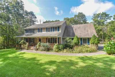 Manorville Single Family Home For Sale: 8 Doe Run