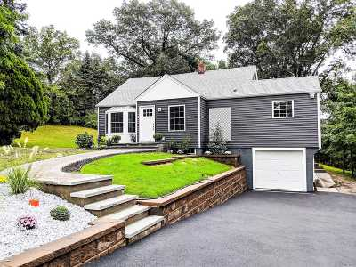 Smithtown Single Family Home For Sale: 59 Bellemeade Ave