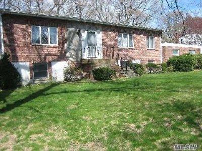 Hauppauge Single Family Home For Sale: 154 Mac Arthur Blvd