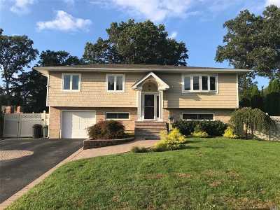 Smithtown Single Family Home For Sale: 17 Seaver Ln