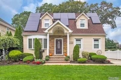 N. Merrick Single Family Home For Sale: 119 Richard Ave