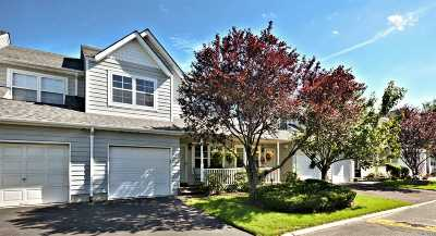 central Islip Condo/Townhouse For Sale: 44 Pleasantview Dr