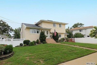 Bellmore Single Family Home For Sale: 2400 Surf Dr
