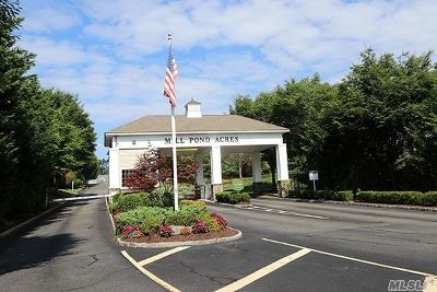 Port Washington Condo/Townhouse For Sale: 112 Pond View Dr