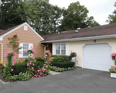 Sayville Condo/Townhouse For Sale: 68 Revere Dr