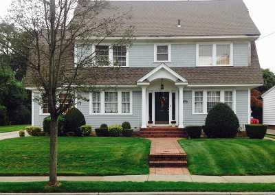 Garden City Single Family Home For Sale: 11 Fairmount Blvd