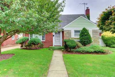 Hempstead Single Family Home For Sale: 15 Koeppel Pl