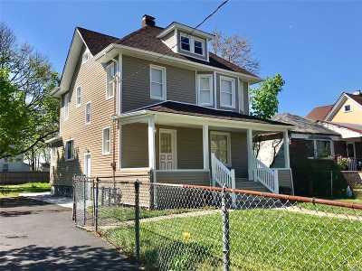 Freeport Single Family Home For Sale: 73 Southside St