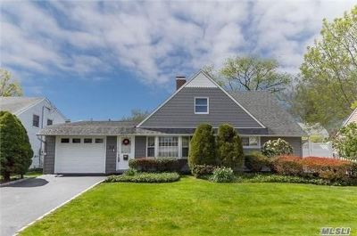 Levittown Single Family Home For Sale: 20 Sunset Ln