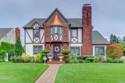 Malverne Single Family Home For Sale: 85 Park Blvd