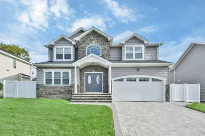 Syosset Single Family Home For Sale: 74 Georgia Dr