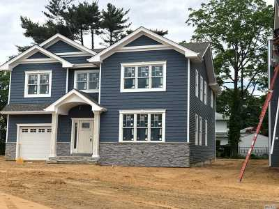 Oceanside Single Family Home For Sale: 596 Oaktree Ct