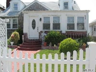 Freeport Single Family Home For Sale: 35 Harding Pl