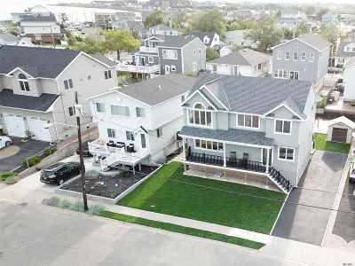 Babylon Single Family Home For Sale: 464 S Little East Neck Rd