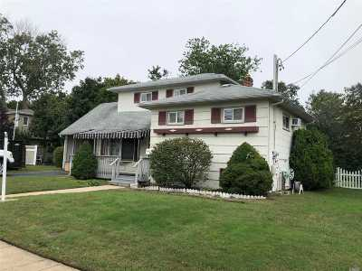 West Islip Single Family Home For Sale: 705 Pease Ln