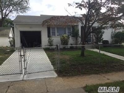 Roosevelt Single Family Home For Sale: 8 Newton Pl